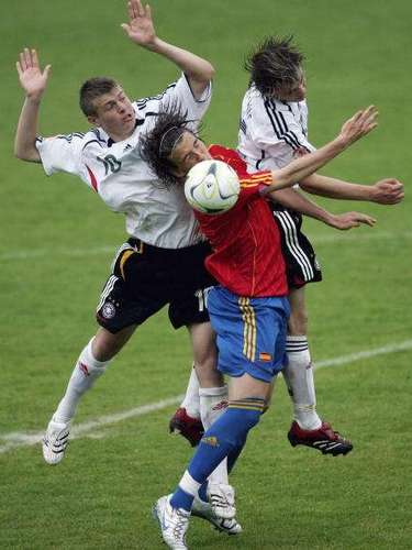 Tony Kroos (10) fue uno de los jugadores importantes de la selección Alemana que logró un tercer puesto en ese torneo. Salvando un paso por el Leverkusen, desarrolló toda su carrera con el Bayern Munich, con el que ganó la Champions League en 2013. Con sólo 23 años ya tiene más de 30 partidos en su selección.