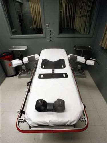 Por otro lado están los familiares y amigos de aquellos que deben enfrentar la pena de muerte. Los niños cuyos padres han sido sentenciados a la pena de muerte o ejecutados sufren discriminación y exclusión social, informó la Alta Comisionada Adjunta de la ONU para los Derechos Humanos.