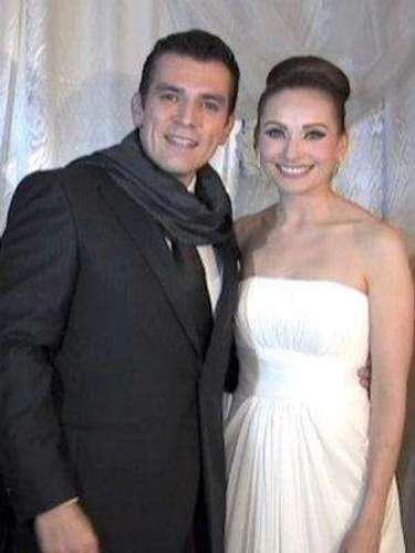 Tal vez fue la hermosura de mujer que se consiguió, lo que le dio fuerzas al actor Jorge Salinas de levantarse de una cama de hospital para asistir a su boda con la actriz Elizabeth Álvarez,de la que se enamoró durante las grabaciones de \