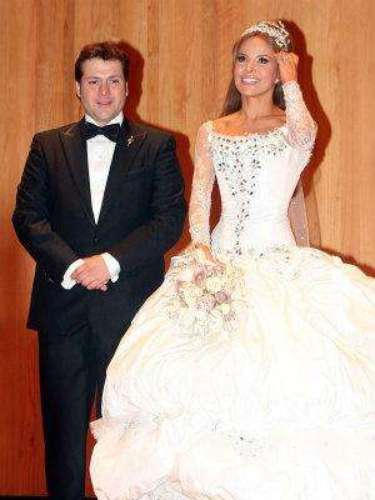 No hay duda de que Gloria Trevi es una mujer extremadamente atractiva, pero el día de su boda con el abogado Armando Gómez parecía salida de un cuento de fantasía.
