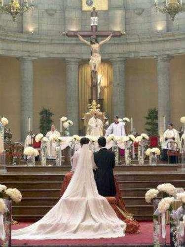 Esa larga cola recuerda al extraordinario vestido que lucíó Thalía el día de su boda. Este de Angélica tenía una más corta, pero igual de imponente.