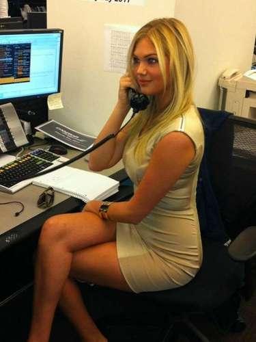 8 de Octubre - ¿Hola? ¡Quién quisiera tener una telefonista tan sexy como Kate Upton! La curvilínea modelo y actriz nos regaló esta foto donde se deja ver tan espectacular como siempre