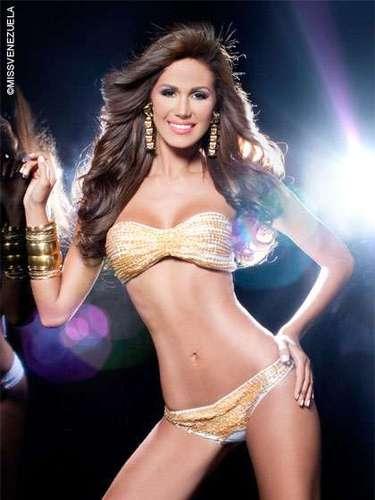 Miss Amazonas - Débora Menicucci. Tiene 22 años de edad, mide 1.82 metros de estatura y su ciudad natal es Caracas.