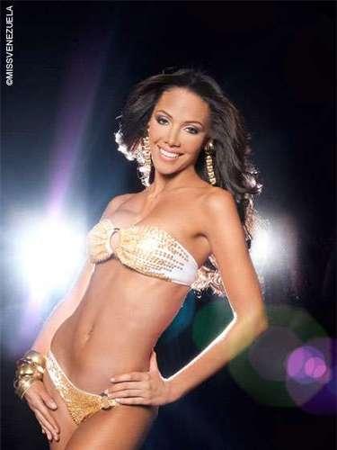 Miss Sucre - Roxana Del Valle Marruffo Bolívar. Tiene 20 años de edad, mide 1,81 metros de estatura y su ciudad natal es Cumaná