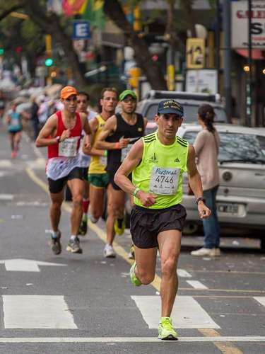 El circuito de la Maratón de Buenos Aires 2013 puso a los corredores en lugares emblemáticos de la ciudad, como el Obelisco, la Avenida 9 de Julio, Casa Rosada y el Cabildo.