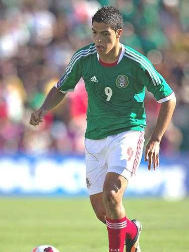 En la delantera aparecería Raúl Jiménez, quien es parte responsable de que México siga con vida