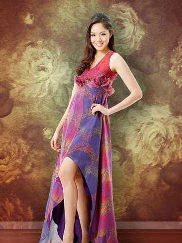 Miss Singapore - Shi Lim. Tiene 24 años, mide  1.78 metros de estatura (5 ft 10 in).