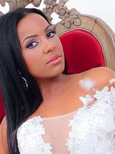 La joven de impactante mirada es Miss Aruba, Stefanie Guillen Evangelista. Tiene 24 años de edad y procede de De Vuysta.
