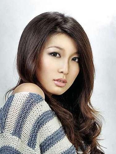 Y tras más de medio siglo sin participar del concurso aparece la sexy asiática representante de Miss Myanmar, Moe Set Wine. Tiene 25 años de edad y reside en Rangún.
