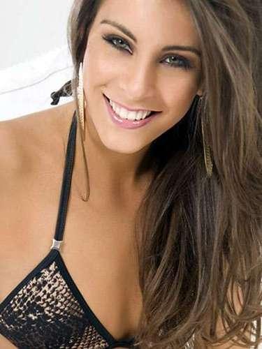 A continuación otra latina de ensueño, Miss Chile, María Jesús Matthei Molina. Tiene 21 años de edad y reside en Santiago.
