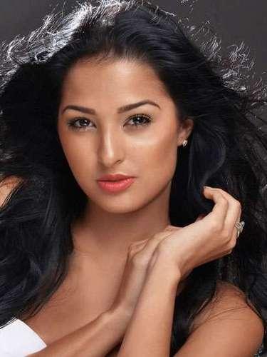 Delicada belleza la de Miss Curazao, Eline De Pool. Tiene 19 años de edad y reside en Willemstad.