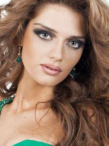 Ella es la muy atractiva Miss Georgia, Zhanetta 'Janeta' Kerdikoshvili. Tiene 21 años de edad y reside en Tiflis.
