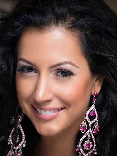 Simpática y muy carismática Miss Jamaica, Kerrie Simone Baylis. Tiene 25 años de edad y reside en Kingston