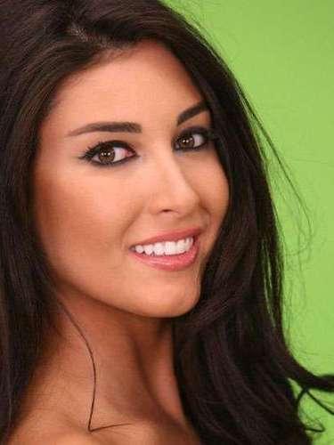 Desde oriente medio viene deslumbrando Miss Líbano, Karin Al Ghraoui. Tiene 22 años de edad y reside en Beirut