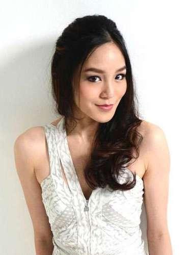 Muy atractiva resulta Miss Singapur, Shi Lim. Tiene 24 años de edad y reside en Singapur