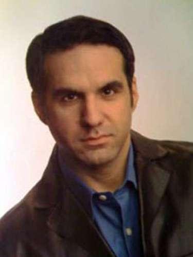 David Perozzi, es un galardonado periodista y productor con 20 años de experiencia en medios de comunicación.