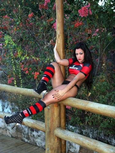 El bloguero Pérez Hilton apuntó a la modelo Tati Neves como la responsable de haber filmado a la estrella teen  en la cama.