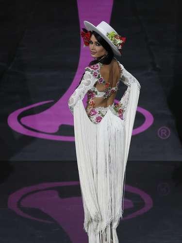 Este martes se celebró una fase preliminar de Miss Universo en la que las 86 candidatas desfilaron en traje de baño ycon el vestido de noche ante el jurado.Será el próximo sábado 9 de noviembre cuando se conozca a la mujer más guapa del universo. En la imagen:Patricia Yurena, representante española.