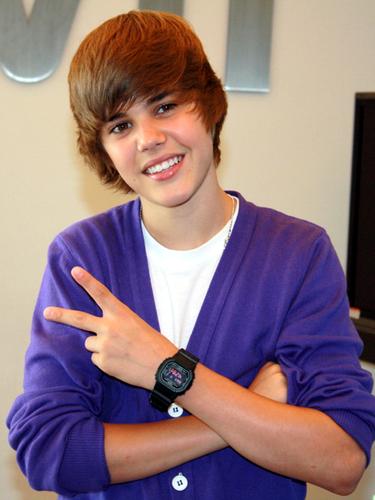 El color preferido de ropa es el púrpura (violeta). Su ropa interior favorita es Dolce & Gabbana.