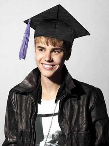 Era un muy buen estudiante y sacaba muchas A: sus materias favoritas eran Inglés y Matemáticas. Aunque una vez hizo una pequeña trampa en la escuela: al obtener una F en su calificación, dibujó una B para que no lo retaran en su casa.