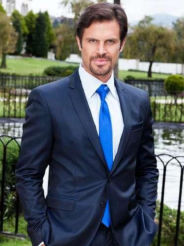 Mark Tacher es 'Alejo RuizpalaciosSaravia'.
