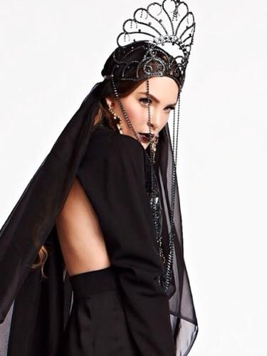 12 de Noviembre - Belinda luce hermosísima en esta foto que forma parte del video 'Sueño de ti' que grabó junto al dueto 'Motel'
