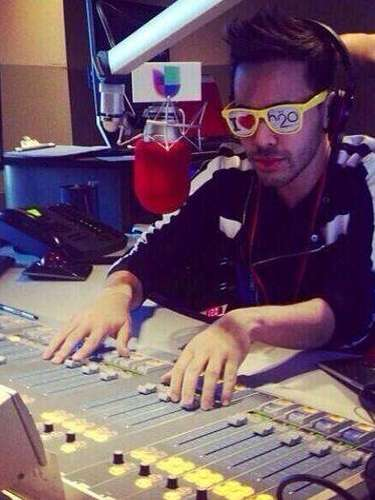Royce is not just a singer, as proven by this twitpic of him polishing his DJ skills.