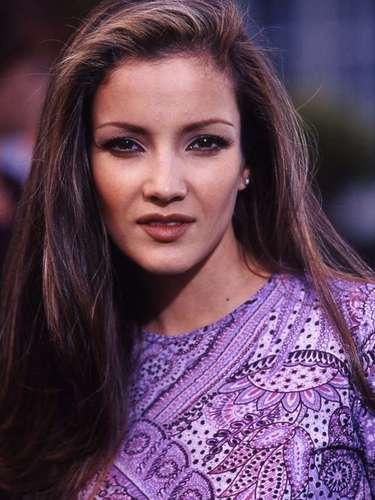 Luego de egresar del Centro de Educación Artística (CEA) de Televisa, con 20 años, debutó en la telenovela 'María Mercedes' (1992), junto a Thalía.