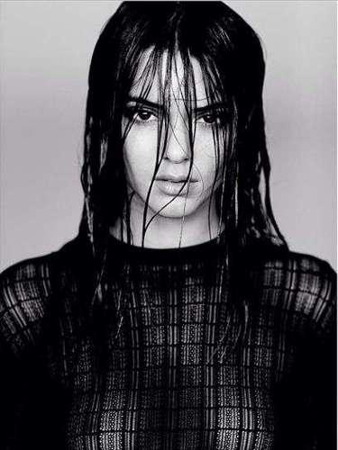 20 de noviembre - Kendall Jenner es legalmente una adulta desde hace solamente dos semanas, pero la famosa muchacha no pierde el tiempo. ¡Basta ver la fotito que compartió con sus seguidores! Vaya familia, ¿verdad?