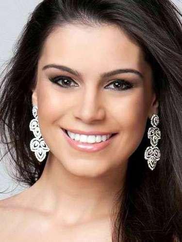Miss Brasil - Priscilla Martins, tiene 23 años de edad, mide 1.74 metros de estura (5 ft 8 1/2 in)y reside en Araújos.