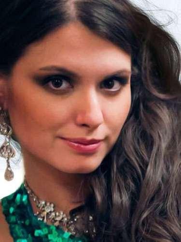 Miss Kazajistán - Kumis Bazarbayeva, tiene 25 años de edad, mide 1.75 metros de estura (5 ft 9 in)y reside en Almaty.