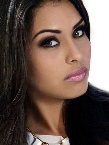 Miss México- Kristal Silva, tiene 21 años de edad, mide 1.79 metros de estura (5 ft 10 in) y reside en  Ciudad Victoria.