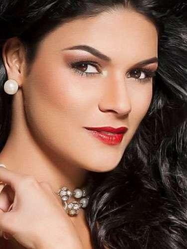 Miss Perú - Brunella Fossa , tiene 22 años de edad, mide 1.74 metros de estura (5 ft 8 1/2 in) y reside en Piura.