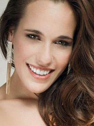Miss Portugal - Solange Duarte, tiene 23 años de edad, mide 1.77 metros de estura (5 ft 9 12 in)y reside en Ovar.