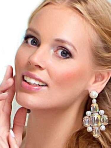 Miss Rusia - Olesya Boslovyak, tiene 24 años de edad, mide 1.80 metros de estura (5 ft 11 in) y reside en Moscú.