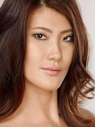 Miss Singapur - Vanessa Hee, tiene 25años de edad, mide 1.66metros de estura (5 ft 5 1/2 in)y reside en Singapore.