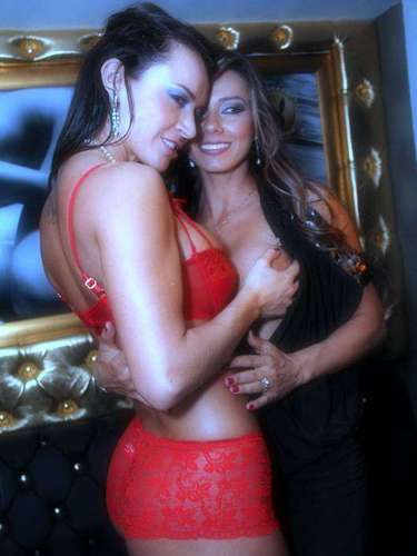 Esperanza Gómez y Franceska Jaimes estallaron en la meca de la industria pornocasi al unísono. Las dos son grandes amigas, pero en pantalla cada una pelea por lo suyo.