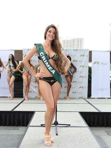 Miss Crimea - Mariya Makater, tiene 18 años de edad, mide 1.74 metros de estura (5 ft 8 1/2 in)y reside en Simferopol.