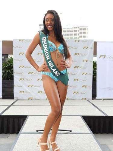 Miss Isla Reunion - Christelle Abrantes, tiene 19 años de edad, mide 1.70 metros de estura (5 ft 7 in) y reside en Saint-Pierre.