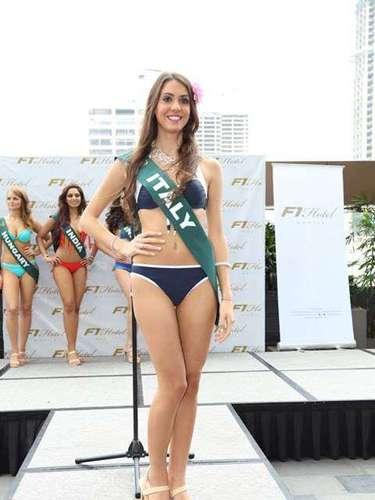 Miss Italia -  Debora Bon, tiene 21 años de edad, mide 1.70 metros de estura (5 ft 7 in) y reside en Venecia.
