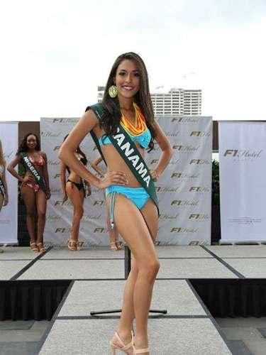 Miss Panamá - Johanna Batista, tiene 21 años de edad, mide 1.70 metros de estura (5 ft 7 in)y reside en Ciudad de Panamá.