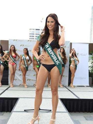Miss República Checa - Monika Leová, tiene 22 años de edad, mide 1.78 metros de estura (5 ft 10 in)y reside en Choce.