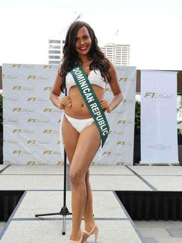 Miss República Dominicana - Maria Eugenia de los Santos, tiene 18 años de edad, mide 1.73 metros de estura (5 ft 8 in)y reside en San Juan de la Maguana.