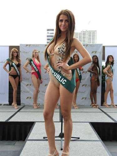 Miss República Eslovaca - Lucia Slaninkova, tiene 22 años de edad, mide 1.72 metros de estura (5 ft 7 1/2 in)y reside en Povaská Bystrica.