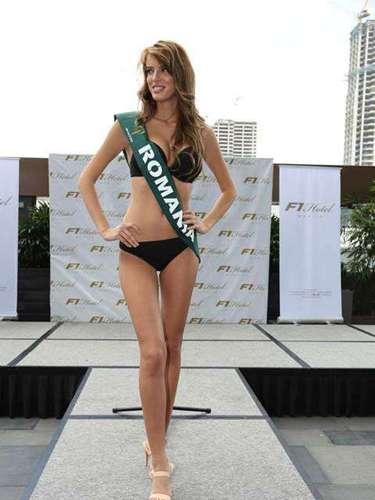Miss Rumania - Ioana Mihalache, tiene 23 años de edad, mide 1.80 metros de estura (5 ft 11 in)y reside en Constanta.