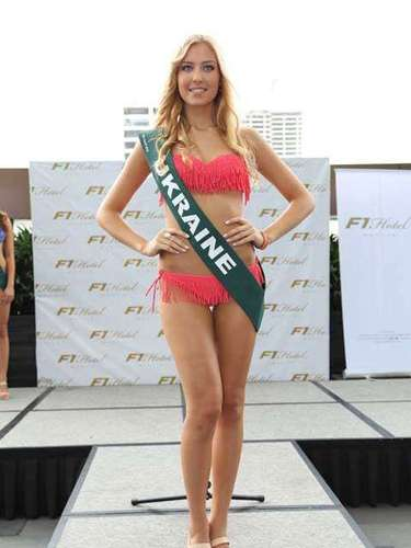 Miss Ucrania - Anastasia Sukh, tiene 18 años de edad, mide 1.77 metros de estura (5 ft 9 12 in)y reside en Kiev.