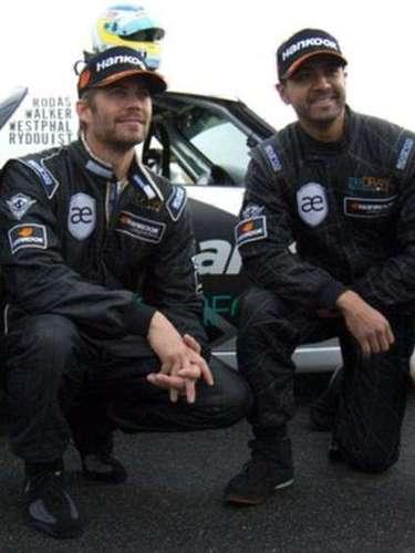 Paul Walker junto a Roger Rodas. Él era su asesor financiero y gran amigo en las carreras de carros.