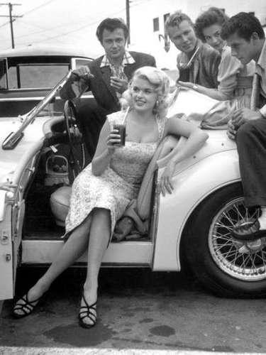 Jayne Mansfield fue uno de los símbolos sexuales más picantes de los 60. Trabajóen películas como 'The Bruglar', 'Una guía para el hombre casado' y 'Los amores de Hércules'. El 29 de junio de 1967 murió en la carretera 90 de Estados Unidos a bordo de un Buick Electra 225.