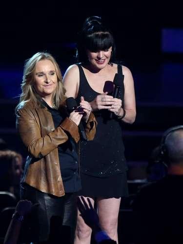Melissa Etheridge yPauley Perrette presentaron una categoría de nominados