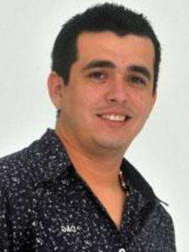 El cantante de narcocorridos Diego Antonio Espinoza Leyva y su primo José Irak Salazar Leyva, fueron baleados enCuliacán, Sinaloa.